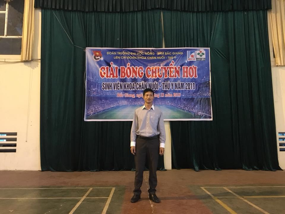 TS. Trần Đức Hoàn - Trưởng khoa Chăn nuôi-Thú y phát biểu khai mạc